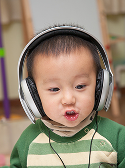 Child enjoy music